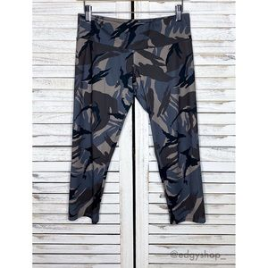Onzie | Hot Yoga Capri Legging Pants Camo Birds